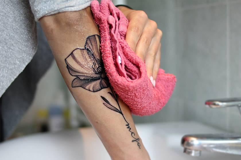 lavare il tatuaggio