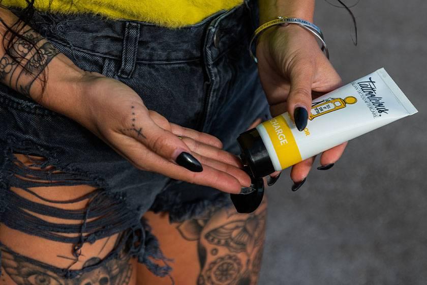 mantenere il tatuaggio brillante