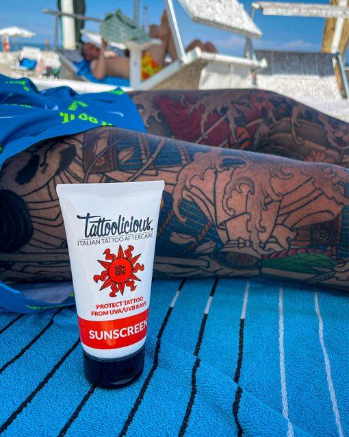 Crema solare specifica per tatuaggi