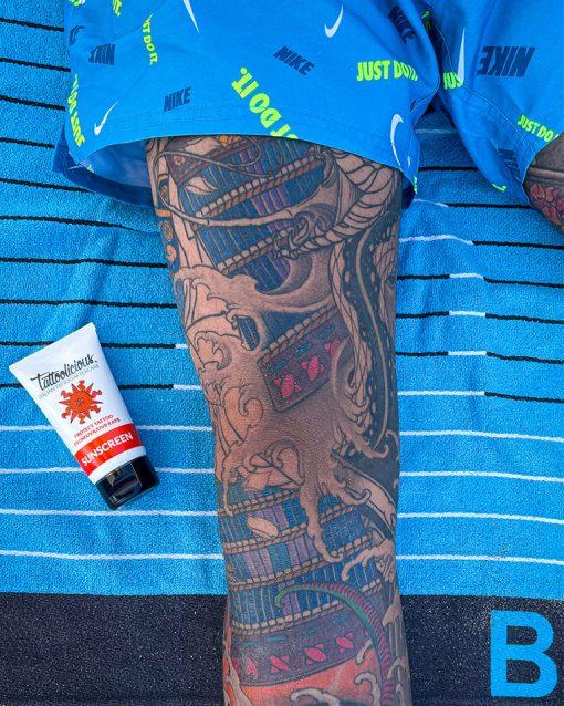 protezione solare per tatuaggi
